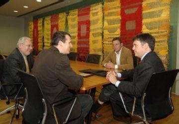 L'alcalde lliura la placa a Francesc Duch
